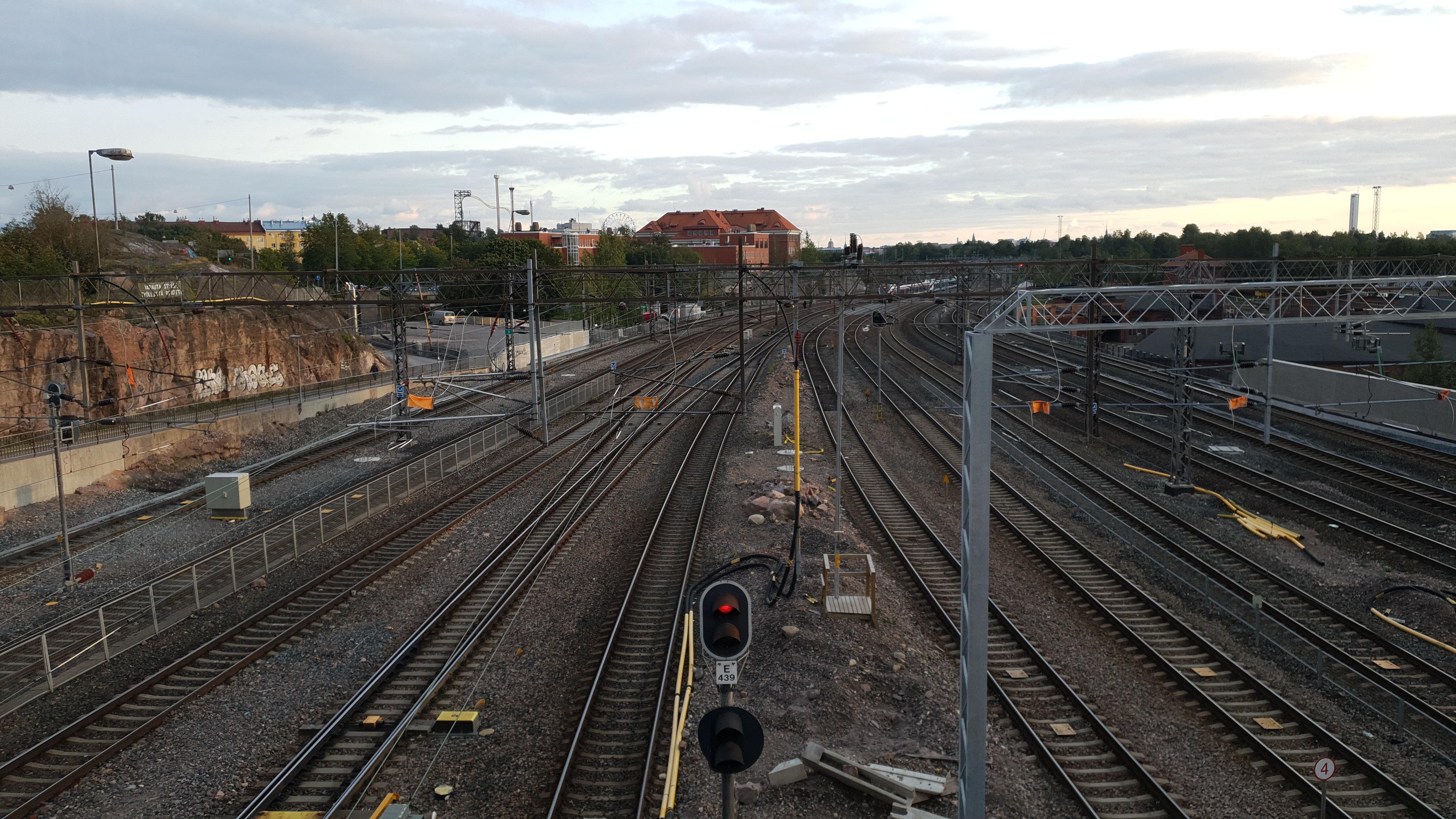 Schienen des Bahnhofs Pasila